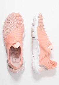 Nike Performance - FREE RN FLYKNIT 3.0 - Loopschoen neutraal - pink quartz/white/echo pink - 1