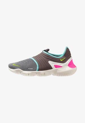 FREE RN FLYKNIT 3.0 - Minimalist running shoes - gunsmoke/volt/aurora green