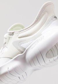 Nike Performance - FREE RN 5.0 - Minimalist running shoes - platinum tint/pure platinum/white/volt - 5