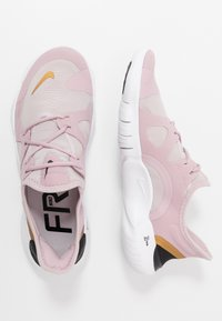 Nike Performance - FREE RN 5.0 - Minimalist running shoes - plum chalk/metallic gold/platinum violet - 1
