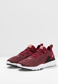 Nike Performance - FLEX - Tenisky - team red/metallic copper/black/white - 2