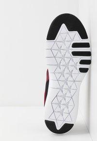 Nike Performance - FLEX - Tenisky - team red/metallic copper/black/white - 4