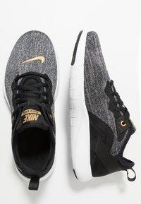 Nike Performance - FLEX - Joggesko - black/metallic gold/gunsmoke - 1