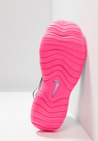 Nike Performance - FLEX 2019 RN - Obuwie do biegania treningowe - half blue/hyper pink/white/black - 4