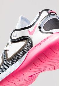 Nike Performance - FLEX 2019 RN - Obuwie do biegania treningowe - half blue/hyper pink/white/black - 5