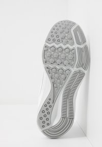 Nike Performance - DOWNSHIFTER  - Juoksukenkä/neutraalit - white/wolf grey/pure platinum - 4