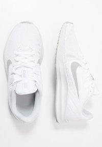 Nike Performance - DOWNSHIFTER  - Obuwie do biegania treningowe - white/wolf grey/pure platinum - 1