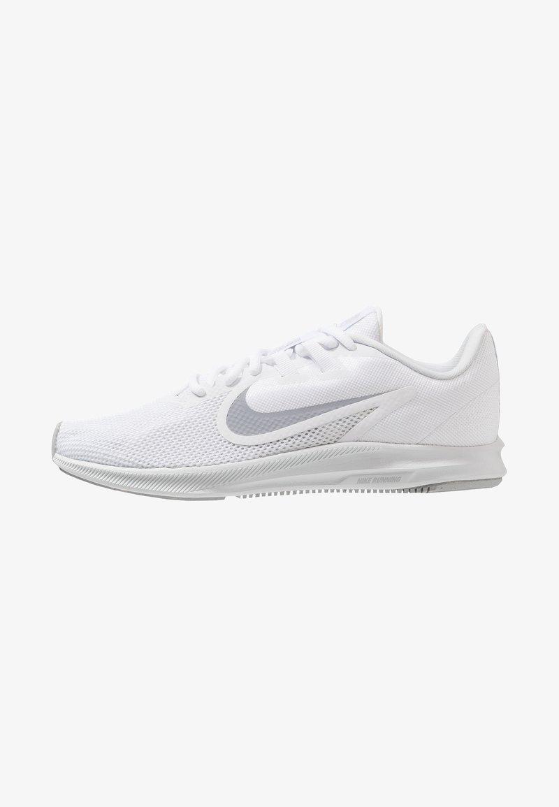 Nike Performance - DOWNSHIFTER  - Neutrální běžecké boty - white/wolf grey/pure platinum