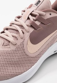 Nike Performance - DOWNSHIFTER  - Scarpe running neutre - smokey mauve/metalic red bronze/stone mauve/black - 5