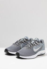 Nike Performance - DOWNSHIFTER  - Obuwie do biegania treningowe - cool grey/metallic silver/wolf grey - 2