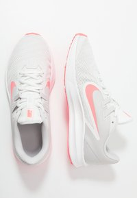 Nike Performance - DOWNSHIFTER  - Neutrala löparskor - vast grey/lava glow/summit white - 1