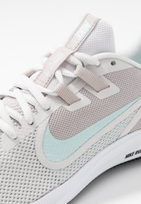 Nike Performance - DOWNSHIFTER  - Obuwie do biegania treningowe - platinum tint/teal tint/moon particle - 5