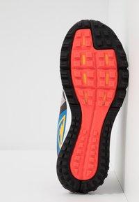 Nike Performance - AIR ZOOM WILDHORSE 5 - Obuwie do biegania Szlak - pumice/university gold/oil grey - 4