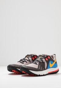Nike Performance - AIR ZOOM WILDHORSE 5 - Obuwie do biegania Szlak - pumice/university gold/oil grey - 2