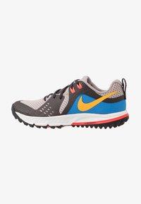 Nike Performance - AIR ZOOM WILDHORSE 5 - Obuwie do biegania Szlak - pumice/university gold/oil grey - 0