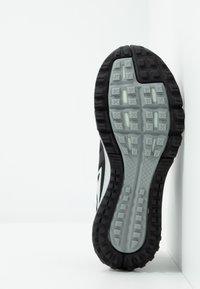 Nike Performance - AIR ZOOM WILDHORSE 5 - Obuwie do biegania Szlak - black/barely grey/thunder grey/wolf grey - 4
