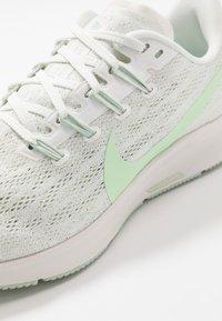 Nike Performance - AIR ZOOM PEGASUS 36 - Zapatillas de running estables - summit white/vapor green/spruce aura/pistachio frost - 5