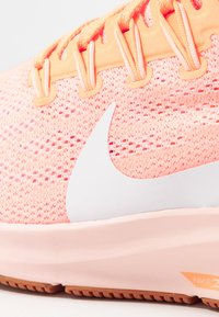Nike Performance - AIR ZOOM PEGASUS 36 - Löparskor stabilitet - orange pulse/white/guava ice - 5