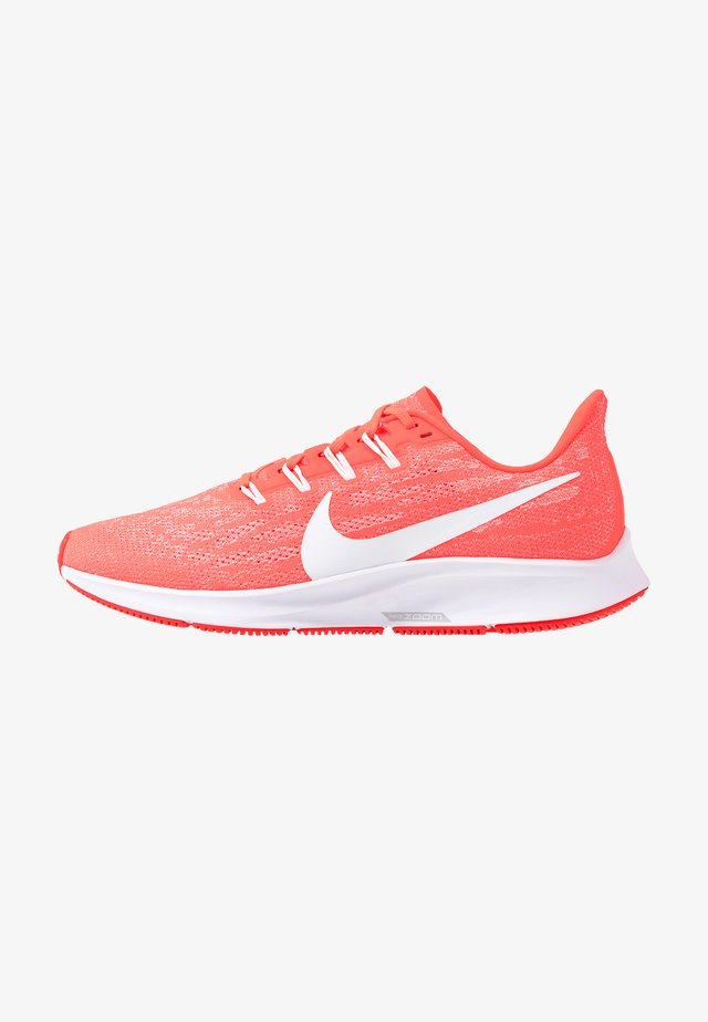 AIR ZOOM PEGASUS 36 - Laufschuh Stabilität - laser crimson/white/platinum tint/track red/light smoke grey