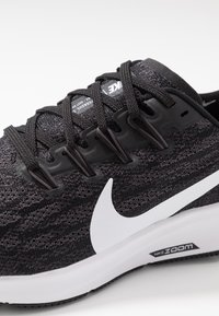 Nike Performance - AIR ZOOM PEGASUS 36 - Stabile løpesko - black/white/thunder grey - 5