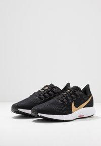 Nike Performance - AIR ZOOM PEGASUS 36 - Løbesko stabilitet - black/metallic gold/university red/white - 2