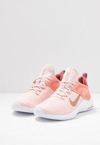 Nike Performance - AIR MAX BELLA TR 2 - Kuntoilukengät - light redwood/pink quartz/light soft pink - 2