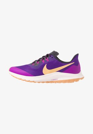 AIR ZOOM PEGASUS 36 TRAIL - Løbesko trail - voltage purple/celestial gold/oil grey/hyper violet-lt soft pink-copper moon