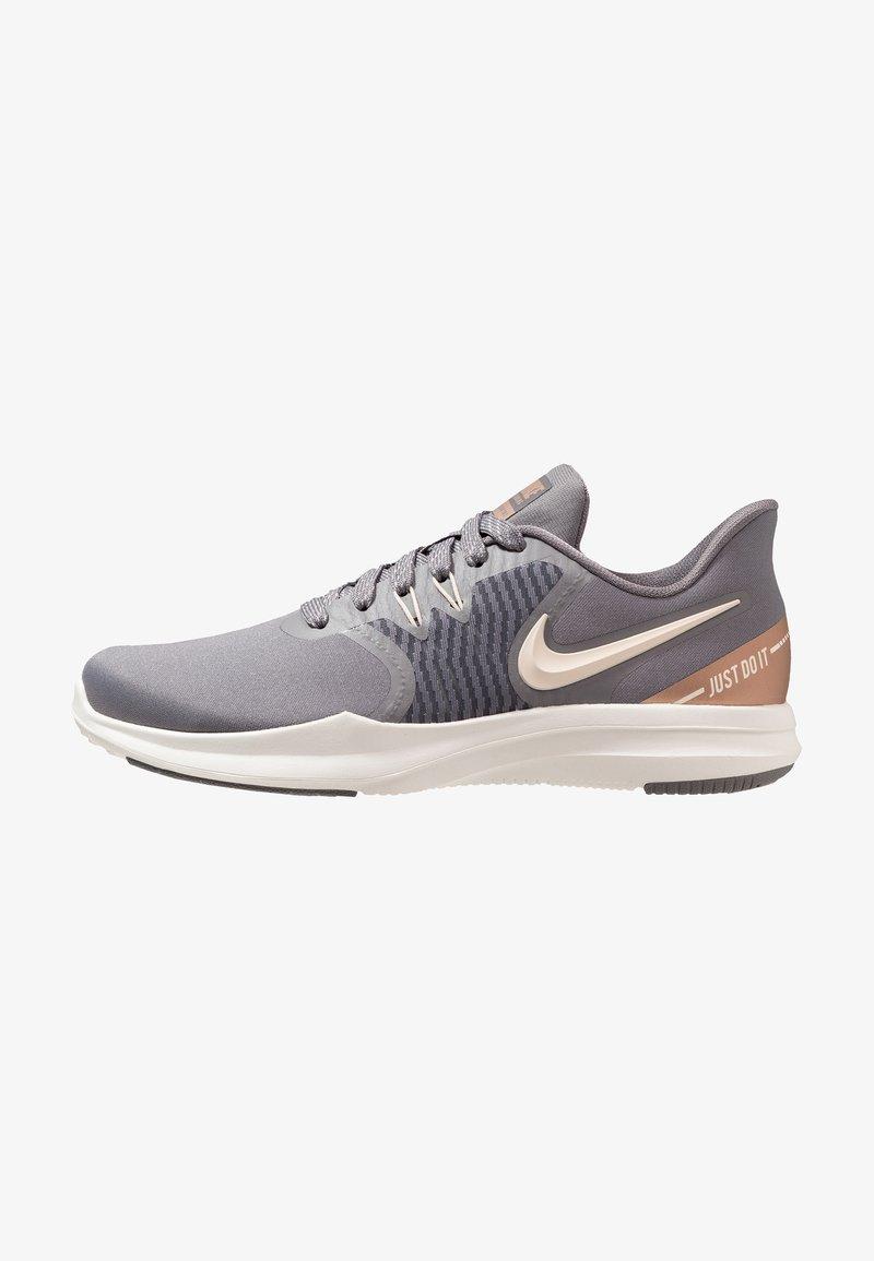 Nike Performance - IN SEASON TR 8 - Kuntoilukengät - gunsmoke/guava ice/metallic red bronze/sail