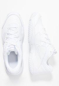 Nike Performance - COURT LITE 2 - Tenisové boty na všechny povrchy - white/meallic silver - 1