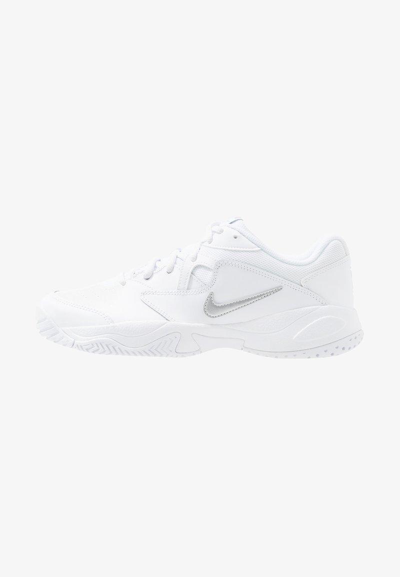 Nike Performance - COURT LITE 2 - Tenisové boty na všechny povrchy - white/meallic silver