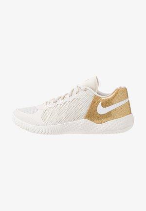 COURT FLARE 2 - Zapatillas de tenis para tierra batida - phantom/metallic gold