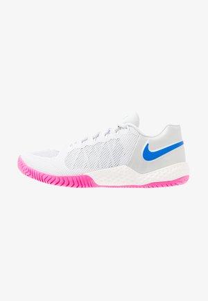 COURT FLARE 2 - Zapatillas de tenis para tierra batida - pure platinum/racer blue/metallic platinum/pink blast/phantom