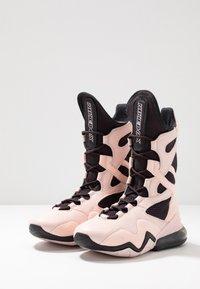Nike Performance - AIR MAX BOX - Sportschoenen - oil grey/echo pink/anthracite - 2