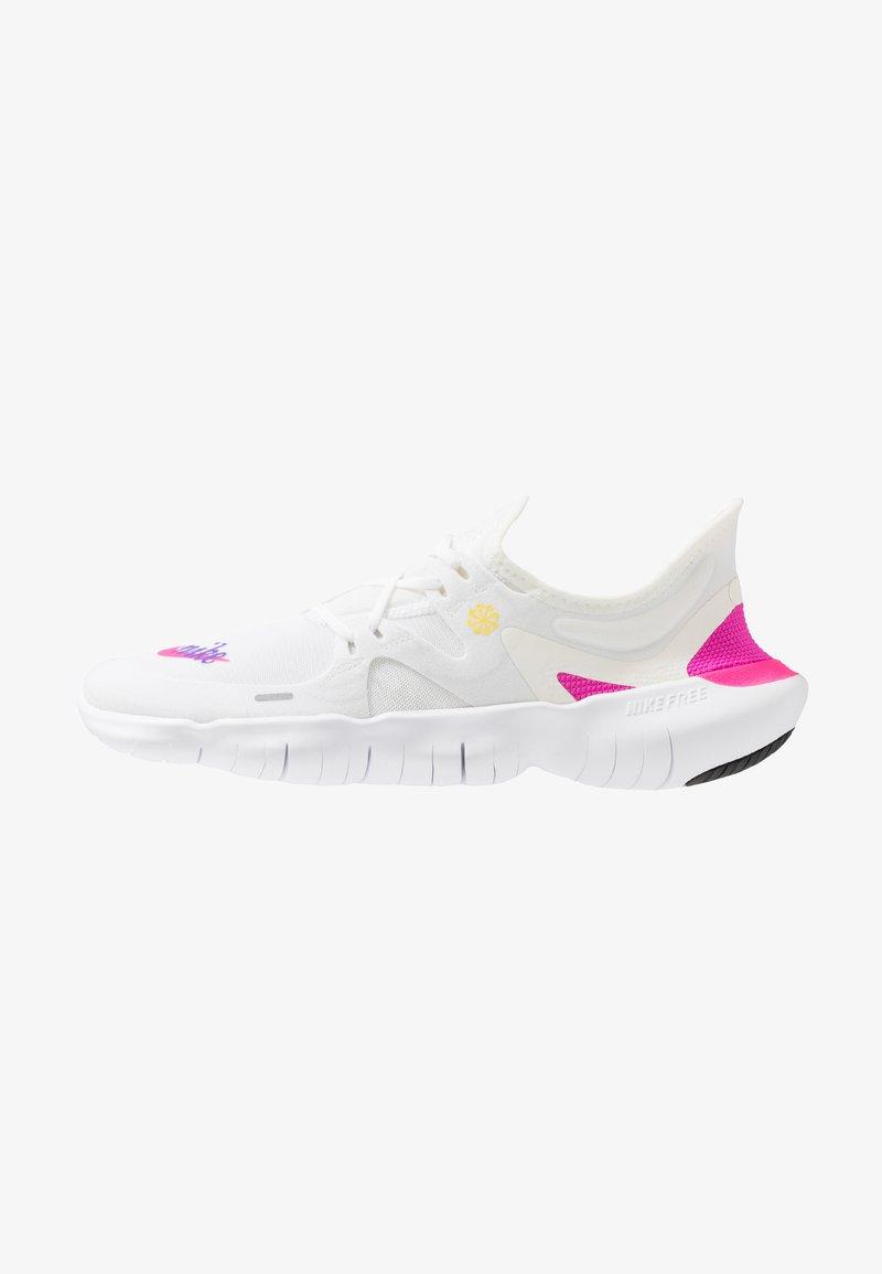 Nike Performance - FREE RN 5.0  - Obuwie do biegania neutralne - white/laser fuchsia/summit white/psychic purple/yellow pulse/black