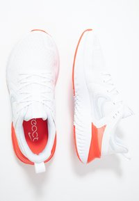 Nike Performance - LEGEND REACT 2 - Obuwie do biegania treningowe - white/half blue/bright crimson/pure platinum - 1
