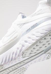 Nike Performance - LEGEND REACT 2 - Zapatillas de running neutras - white/pure platinum - 5
