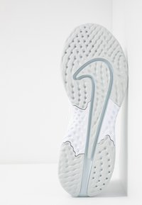 Nike Performance - LEGEND REACT 2 - Zapatillas de running neutras - white/pure platinum - 4