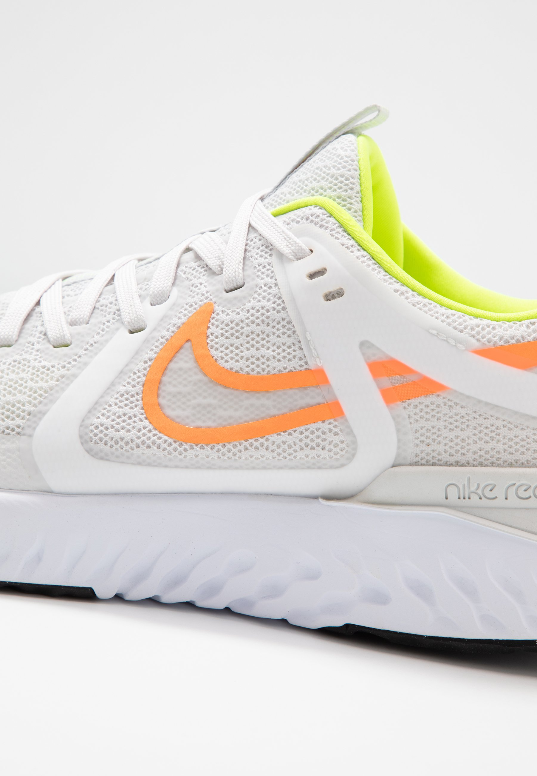 Nike Performance LEGEND REACT 2 - Obuwie do biegania treningowe - platinum tint/white/total orange/lemon/pink blast