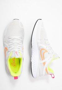 Nike Performance - LEGEND REACT 2 - Hardloopschoenen neutraal - platinum tint/white/total orange/lemon/pink blast - 1