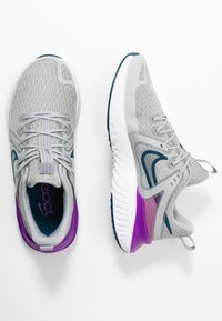 Nike Performance - LEGEND REACT 2 - Neutrální běžecké boty - light smoke grey/valerian blue/vivid purple/white - 1