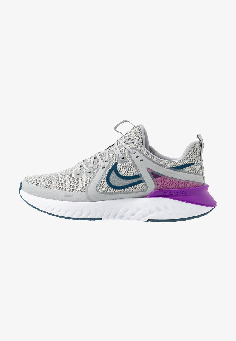 Nike Performance - LEGEND REACT 2 - Neutrální běžecké boty - light smoke grey/valerian blue/vivid purple/white