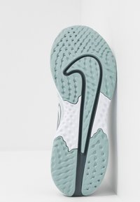 Nike Performance - LEGEND REACT 2 - Juoksukenkä/neutraalit - pure platinum/metallic cool grey/cool grey - 4