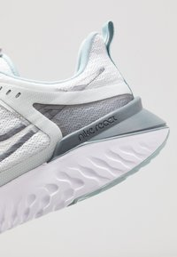 Nike Performance - LEGEND REACT 2 - Juoksukenkä/neutraalit - pure platinum/metallic cool grey/cool grey - 5
