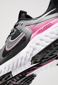 Nike Performance - LEGEND REACT 2 - Obuwie do biegania treningowe - black/cool grey/psychic pink/white - 5