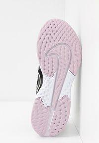 Nike Performance - LEGEND REACT 2 - Zapatillas de running neutras - black/pistachio frost/iced lilac/light violet/noble red - 4