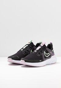 Nike Performance - LEGEND REACT 2 - Zapatillas de running neutras - black/pistachio frost/iced lilac/light violet/noble red - 2