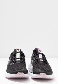 Nike Performance - LEGEND REACT 2 - Zapatillas de running neutras - black/pistachio frost/iced lilac/light violet/noble red - 5