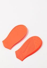 Nike Performance - METCON 5 - Sportovní boty - white/black - 6
