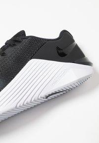 Nike Performance - METCON 5 - Sports shoes - black/white/wolf grey - 6