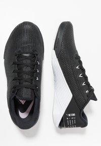 Nike Performance - METCON 5 - Sports shoes - black/white/wolf grey - 1